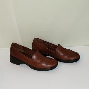 Clarks slip on brown leather shoes 9 M